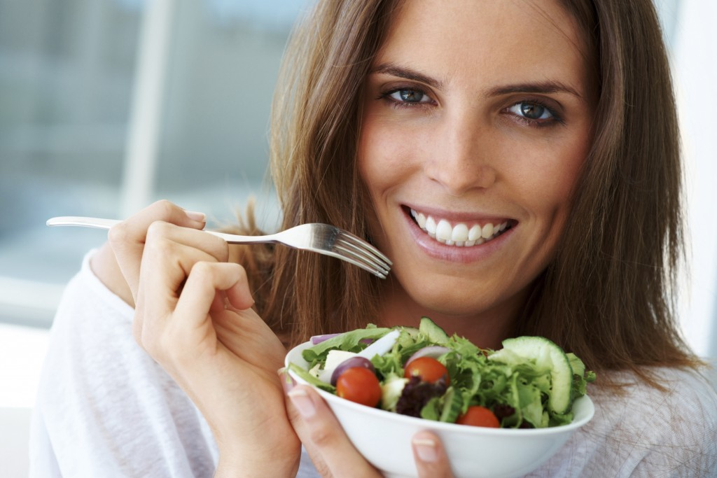 woman eating healthy foods